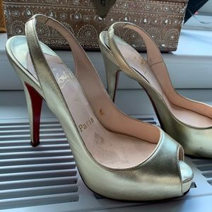 Christian Louboutin Gold Leather Heels w. Peep Toe